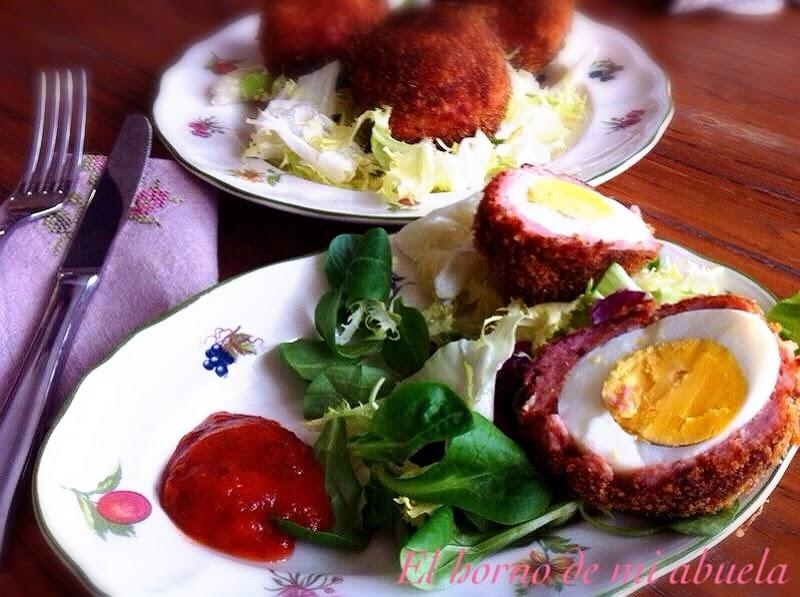 Huevos a la escocesa con salsa Brava